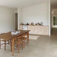 V Minimal Kitchen — Truvelle Inspiration Design, Interior Inspiration, Home Modern, Minimal Kitchen, Interior Minimalista, Kitchen Dinning, Dining Room, Kitchen Wood, Dining Table