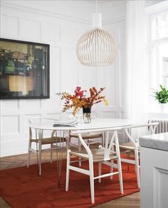A-White-Secto-Light-Is-So-Striking-in-an-Almost-White-Room via TrendlineEurope.com