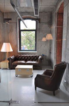 Designed for advertising company Headvertising, the office features furniture inspired by packing crates.