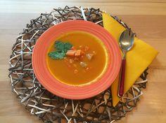 Ingwer und Orangensaft geben dieser leichten und bekömmlichen Suppe den richtigen Pfiff! Ramen, Meat, Ethnic Recipes, Food, Orange Juice, Cooking, Essen, Meals, Eten