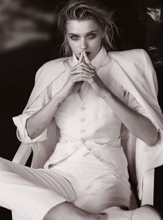 Boyhood - Photographed in black & white by Will Davidson and styled by Christine Centenera, model-turned-actress Abbey Lee Kershaw appears inside the May 2015 issue of Vogue Australia. Fashion Poses, Fashion Shoot, Editorial Fashion, Fashion Editorials, Fashion 2015, Abbey Lee Kershaw, Vogue Australia, Estilo Dandy, Dandy Look