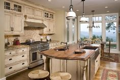 french country kitchen!