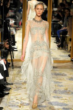 Celebrities who wear, use, or own Marchesa Fall 2012 Embroidered Sheer Lace Gown. Also discover the movies, TV shows, and events associated with Marchesa Fall 2012 Embroidered Sheer Lace Gown. Couture Mode, Style Couture, Couture Fashion, Runway Fashion, Fashion Show, Marchesa Fashion, Women's Fashion, Blake Lively Wedding Dress, Robes D'oscar