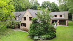 Op 3.975 m²: liv m OH, voll inger kkn, 4 slks, 3 badks, binnen zwembad, verwarmde gar, kelder, prachtige ZW tuin m terras. Ref. 3093