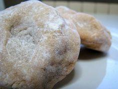 I cavallucci, un dolce tipico del Natale, a base di noci, canditi, anice e miele. Da gustare all'insegna della tradizione.