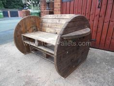 002 600x450 Pallet & cable Drum Bench in pallet furniture  with Pallets Bench