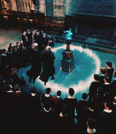 George and Fred Weasley are unsuccessful at fooling the Goblet of Fire ~ Harry Potter and the Goblet of Fire Harry Potter Script, Harry Potter Pictures, Harry Potter Cast, Harry Potter Fandom, Harry Potter Characters, Harry Potter World, Harry Potter Hogwarts, Slytherin, Mundo Harry Potter
