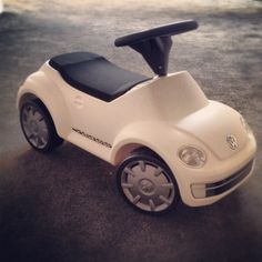 VW Convertible riding toy -- OMG!!! I want one!!! The big kid in me is screaming for the joy of this ride!!