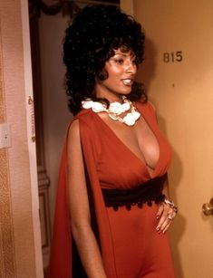 Foxy Brown - Pam Grier This is actually from the movie . Vintage Black Glamour, Vintage Beauty, Retro Vintage, Foxy Brown Pam Grier, Jackie Brown, Look At You, Classic Beauty, Timeless Beauty, Beautiful Black Women