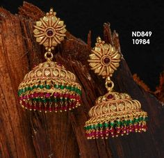 Indian Gold Jewelry Near Me Gold Jhumka Earrings, Jewelry Design Earrings, Gold Earrings Designs, Gold Jewellery, Jhumka Designs, Gold Necklace, Antique Jewellery Designs, Gold Jewelry Simple, Antique Necklace