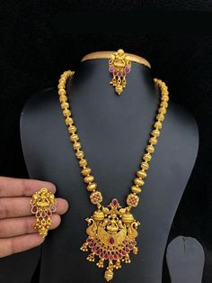 Cluster Diamond Pendant / Gold Round Diamond Cluster Necklace / Diamond Necklace for Women / Gift for Her / Diamond acecnt - Fine Jewelry Ideas Gold Mangalsutra Designs, Gold Jewellery Design, Pearl Necklace Designs, Gold Necklace, Gold Earrings, Indian Jewelry Sets, India Jewelry, Gold Jewelry Simple, Temple Jewellery