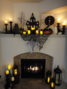 The Chic Technique: Spooky Halloween Mantel Spooky Halloween, Halloween Veranda, Halloween Fireplace, Halloween Home Decor, Halloween 2019, Holidays Halloween, Halloween Crafts, Halloween Decorations, Fireplace Mantel