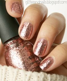 Glitter and Nails Paillettes intégral et laine  China Glaze Glam. Rose gold glitter