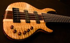 Wyn Guitar -  Quilt Maple 6-String