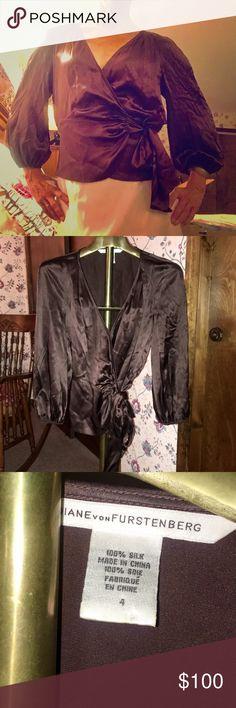 Elegant Diane Von Furstenberg silk blouse! ❤️ Elegant silk Diane Von Furstenberg wrap blouse!  Gorgeous side tie and flattering V neck!  Classic! 🌟❤️ Excellent used condition 😄 Diane von Furstenberg Tops Blouses