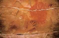 Descubra la cultura viva más antigua del mundo. Recíbala como la llevan transmitiendo los australianos aborígenes desde hace al menos 50 000 años: a través del arte, la danza, los mitos, la música y la propia tierra.