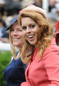 A cute shot of Princess Beatrice - in a great color for her (at last!) and a decent hat! miracle of miracles! Royal Ascot 2012