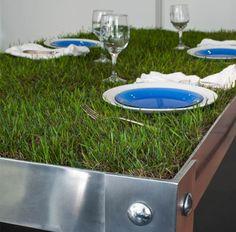Сервировка обеденного стола с травой