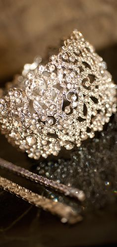 The existence of the diamond has positively impacted our society, along with others for ages. Diamond jewelry began as a luxury for many wealthy Ring Armband, Jewelry Accessories, Jewelry Design, Do It Yourself Fashion, Love Ring, Schmuck Design, Diamond Are A Girls Best Friend, Beautiful Rings, Diamond Jewelry