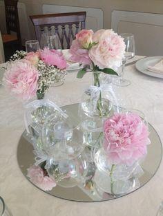 Centrotavola peonie rosa Peonie Rosa, Ivory Wedding, Glass Vase, Rose, Black, Home Decor, Table Arrangements, Mesas, Pink
