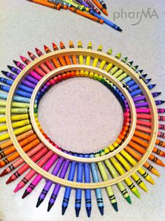 """The """"Olivia Art Party"""" theme is well underway. I thought an Olivia Crayon Wreath would be the perfect way to greet guests as they arrive at the party! This is the perfect DIY for any teacher or… Diy Crayons, Crayon Crafts, Crayon Art, Melted Crayons, Teacher Wreaths, School Wreaths, Teacher Crayon Wreath, Classroom Wreath, Fun Crafts"""