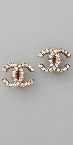 die besten 25 chanel kette ideen auf pinterest chanel perlenkette chanel no 5 ohrringe und. Black Bedroom Furniture Sets. Home Design Ideas
