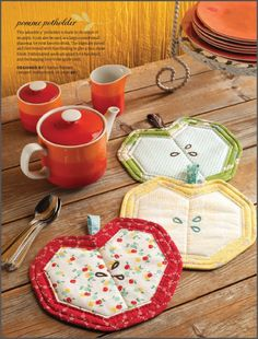 Week - Day 1 - Pomme Potholder Charise Creates in Stitch Magazine Spring 2013 Nice pot holder, but I think it would be a super cute mug rugCharise Creates in Stitch Magazine Spring 2013 Nice pot holder, but I think it would be a super cute mug rug Mug Rug Patterns, Quilt Patterns, Potholder Patterns, Apron Patterns, Crochet Patterns, Fabric Crafts, Sewing Crafts, Diy Crafts, Small Quilts