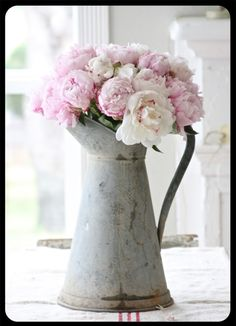 I heart pitchers and peonies. Beautiful combo... maybe my peony plants will grow next year
