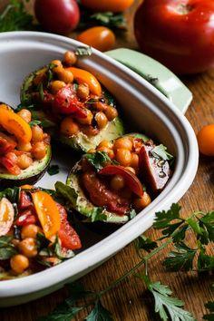 http://wegannerd.blogspot.com/2015/08/awokado-faszerowane-pomidorami-i.html