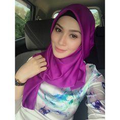 Beautiful Muslim Women, Beautiful Hijab, Gorgeous Women, Hijabi Girl, Girl Hijab, Arabian Beauty Women, Asian Model Girl, Muslim Women Fashion, Street Hijab Fashion