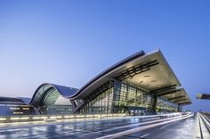 Hamad International Airport Passenger Terminal Complex / HOK Completed in 600000 in Doha Qatar. Images by Tim Griffith Hamad International Airport, Richard Rogers, Building Silhouette, Airport Design, National Airlines, Wallpaper Magazine, Bus Station, Modern Architecture, Amazing Architecture