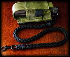 I share photos of my hobby with decorative and useful knot work, with paracord and other sizes/types of cordage and accessories. Lanyard Knot, Paracord Bracelets, Paracord Knife, 550 Paracord, Animated Knots, Parachute Cord Crafts, Paracord Projects, Paracord Ideas, Macrame Projects