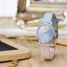 Csajos rózsaszín ás világoskék Shengke női karóra. Számlapja apró kövekkel díszítve. Mindössze 27 mm átmérőjű az óra és a szíj szélessége is csak 12 mm. Oras, Watches, Leather, Accessories, Wristwatches, Clocks, Jewelry Accessories