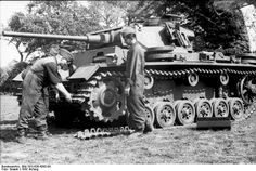 Panzerkampfwagen III Ausf J (late production) On Eastern front adding a new chain. #worldwar2 #tanks
