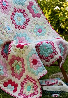 grandmother's flower garden quilt | Grandmothers Flower Garden quilt