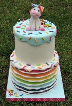 Unicorn and rainbows cake. Ideal for a unicorn themed baby shower or birthday party.