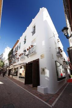 Jun 2019 - Located in the heart of Marbella's Old Town, D.OLIVA is a delightful shop with a distinctive rustic Andalucian look and feel that specialises in premium Spanish Extra Virgin Olive Oil. Marbella Old Town, Marbella Spain, Oil Shop, Spain And Portugal, Trip Advisor, Stuff To Do, Tours, Olives, Olive Oil
