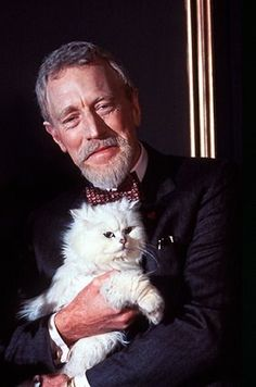 Max Von Sydow, acteur suédois, et son chat blanc