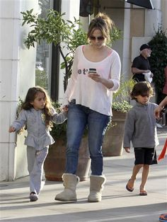 "By Jessica WedemeyerHow well do you know Hollywood's single moms? BING to test your knowledge!Jennifer LopezJ.Lo certainly wasn't planning for single motherhood, but such were the cards the diva was dealt when she and her husband of seven years parted ways in 2011. Though she recently told Elle that raising her kids alone is ""not easy,"" she's still blessed to have gotten adorable twins out of her failed romance.BING: Find out their namesFIND: Find out who their famous father isSEARCH: See…"
