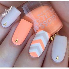 ✨ Peachy Peach!! @melcisme wearing Floss Gloss 'Pony' & Essie 'Urban Jungle' ✨ Available @hbbeautybar