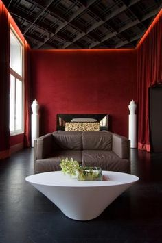 Last Trending Get all images red home decor Viral cool red and grey home decor ideas Modern Interior Design, Interior And Exterior, Interior Architecture, Retro Apartment, Mid Century Modern Bedroom, Red Home Decor, Bedroom Red, Red Rooms, Red Walls