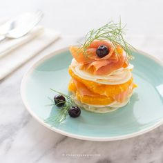 Salmon, fennel and orange carpaccio - Chiarapassion. Gourmet Appetizers, Cold Appetizers, Finger Food Appetizers, Appetizer Recipes, Raw Food Recipes, Seafood Recipes, Gourmet Recipes, Chefs, Carpaccio