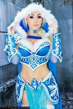 Jessica Nigri as Armoured Elsa #DTJAAAAM