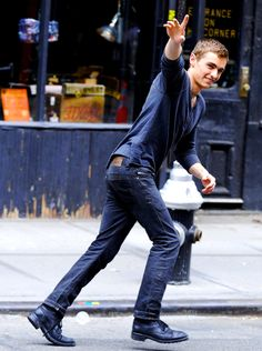 Dave Franco on the set of Now You See Me