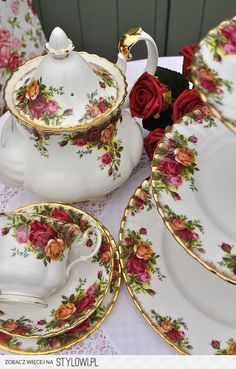 Royal Albert, country cottage roses..