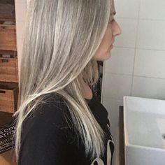Grey is the new blonde | Silver highlights in my grey