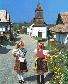 Hollókő - traditional village Budapest Travel Guide, Costumes Around The World, Vintage Jewelry Crafts, Hungarian Embroidery, Folk Dance, Central Europe, Folk Music, Folk Art, Blog Designs