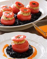 <サブリナ・レッスン> 唐辛子を効かせたブランダードのトマトファルシ イカスミのリゾット添え