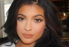 Since Kylie Jenner's resolved to wear less makeup in 2016, we're honoring the beauty and style icon by rounding up her top 10 beauty looks.
