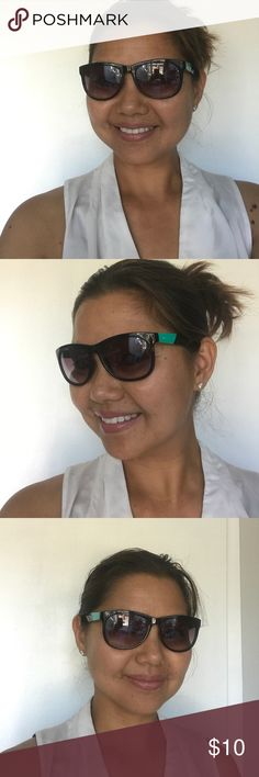 Juicy Couture Sunglasses Good condition! Juicy Couture Accessories Sunglasses
